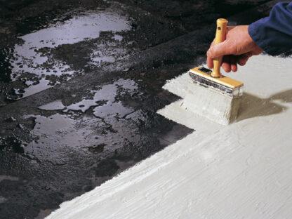 uszczelnienie dachu zima podczas deszczu tarasu balkonu komina papy masa uszczelniajaca