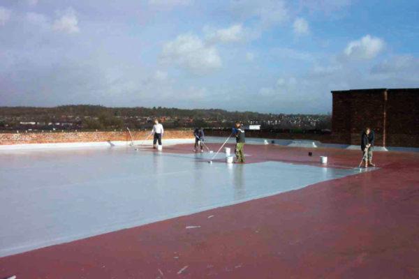 Malowanie i uszczelniane dachu z papy