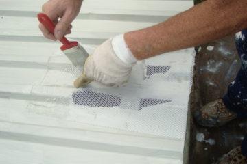 Uszczelnienie pęknięcia na dachu, naprawa,