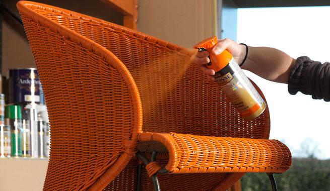 spray-universal-malowanie-starych-mebli-wiklinowych
